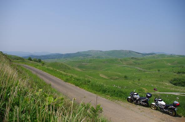 27草原の中の細道