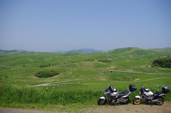 26長者ヶ峰から県道242を見下ろす