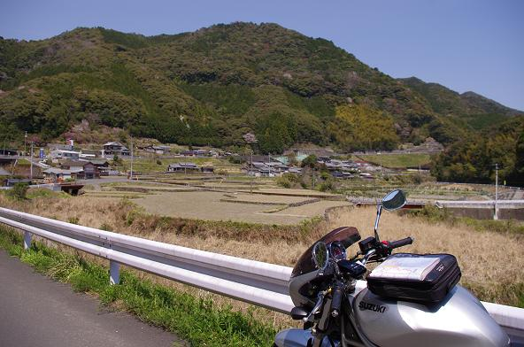 10長閑な農村の景色を眺める