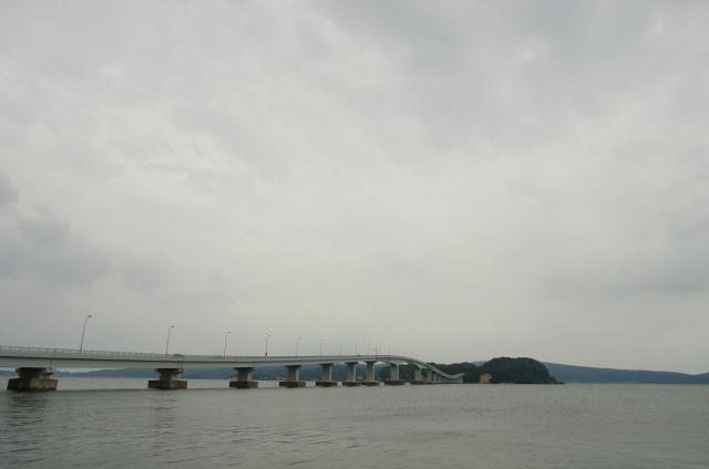 1曇天の中の能登島大橋