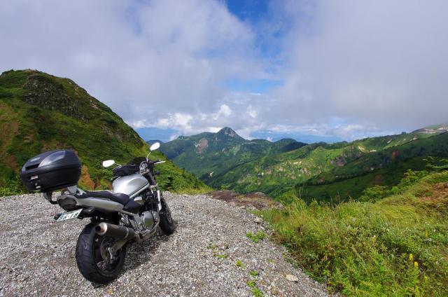 10志賀高原の山々を見渡す
