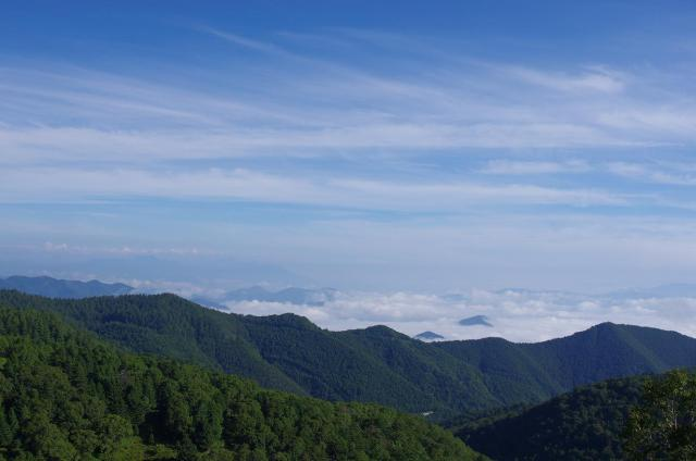 6雲海の広がる山々