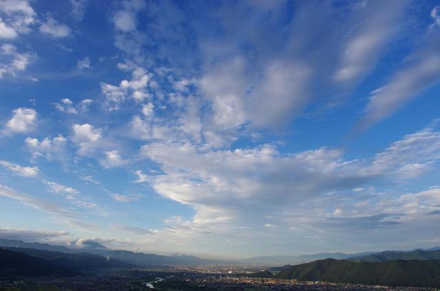 26夕暮れの上田市の街並み