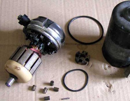ベンツ w108 燃料ポンプ 分解