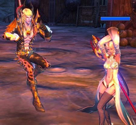 踊るキャス2人