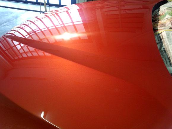 BMW X1(バレンシア・オレンジ・メタリック)@ボンネット
