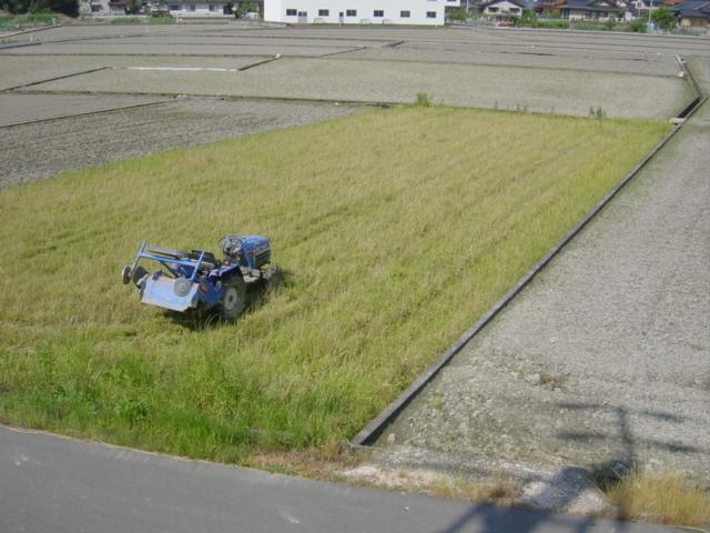 耕作放棄農地その2とトラクター