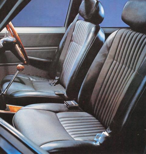 70年1月 コロナ1600SL フロントシート