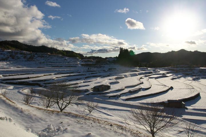 雪の中須棚田01