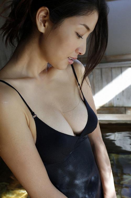 橋本マナミGカップ巨乳セミヌード画像b15.jpg