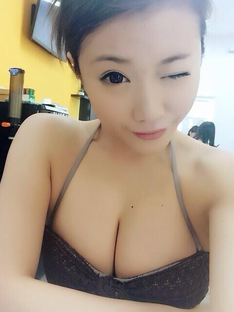 千明芸夢Eカップ巨乳おっぱい画像3a01.jpg