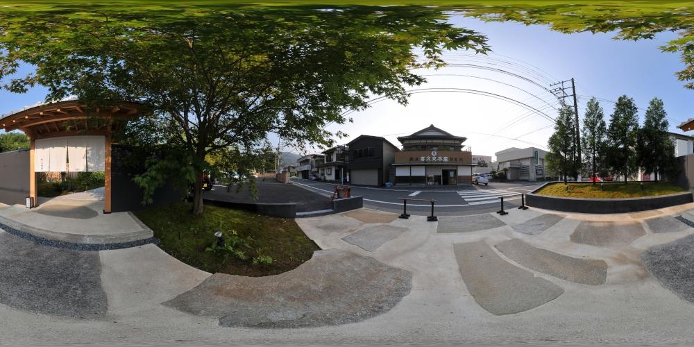 entrance001.jpg