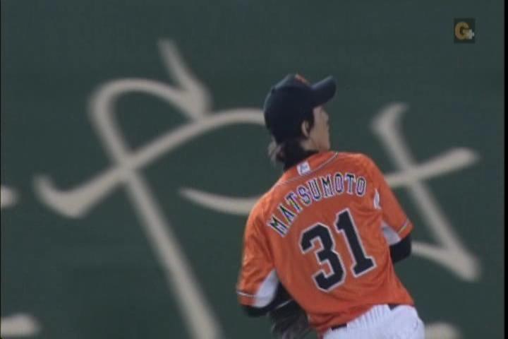 2試合目、松本、守備位置でキャッチボール