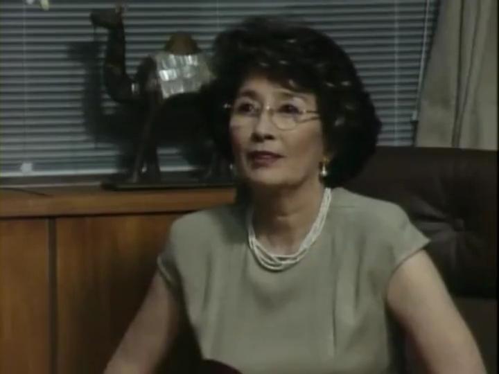 桜井理事長(白川由美)