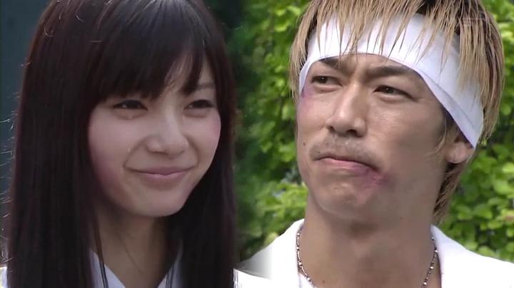 鬼塚と上原杏子(新川優愛)