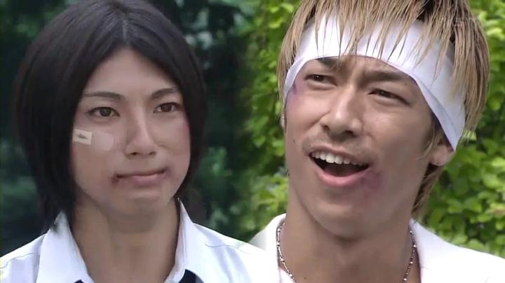 鬼塚と藤吉晃二(山田裕貴)