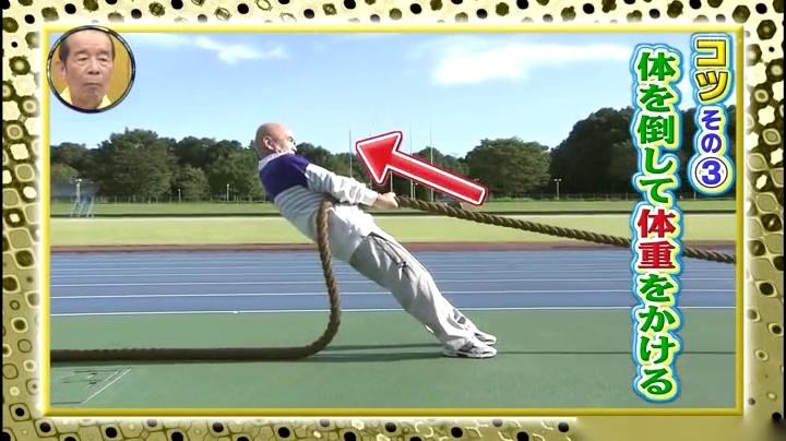 綱引き、ロープを上に引き上げるイメージ