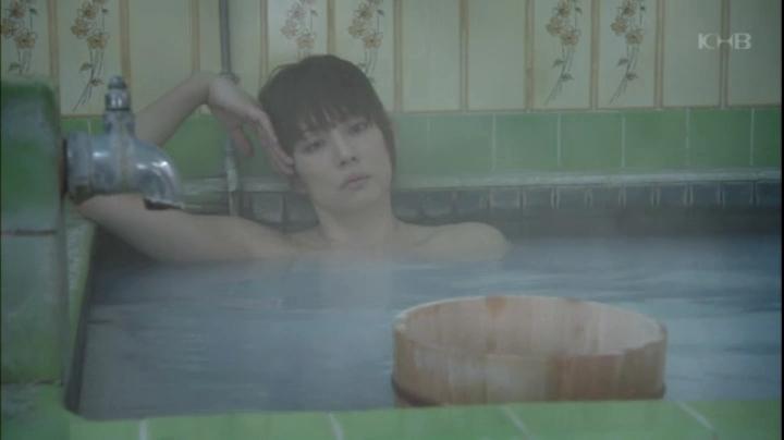 【ドクターX】大門未知子(米倉涼子)お宝入浴シーン披露!(早紀の痛みの原因を考える未知子)
