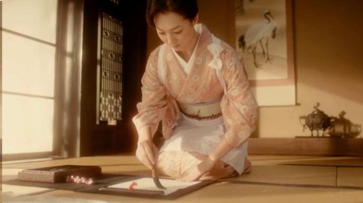【メビウス】ミサキ女史どん兵衛CM第12弾に登場!ミサキ女史、指の位置