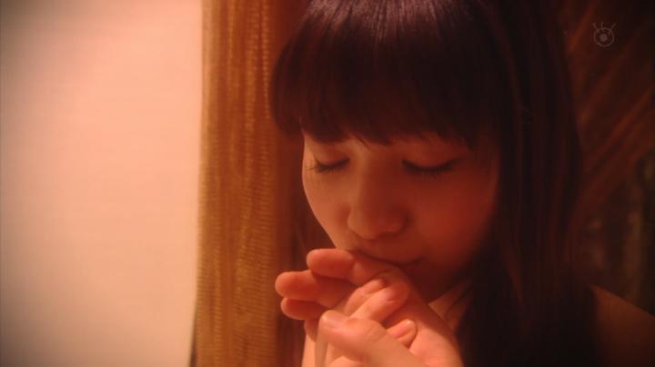 2代目【GTO】上原杏子がキス&ベットシーン!?手にキスする杏子