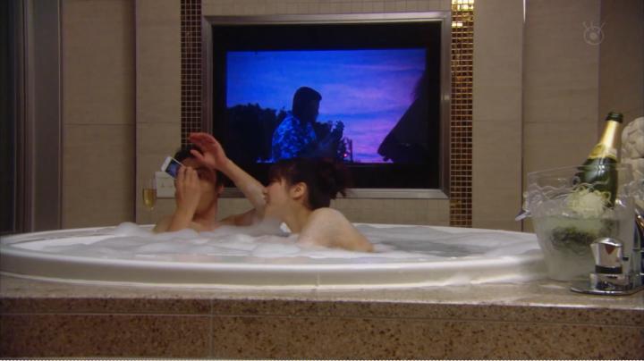 2代目【GTO】上原杏子がキス&ベットシーン!?森岡氏に近付く杏子、胸の脇の肌が…(笑)