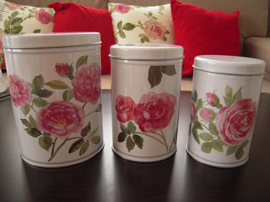 IKEA☆ フタ付きバラ柄の缶 3個セット☆