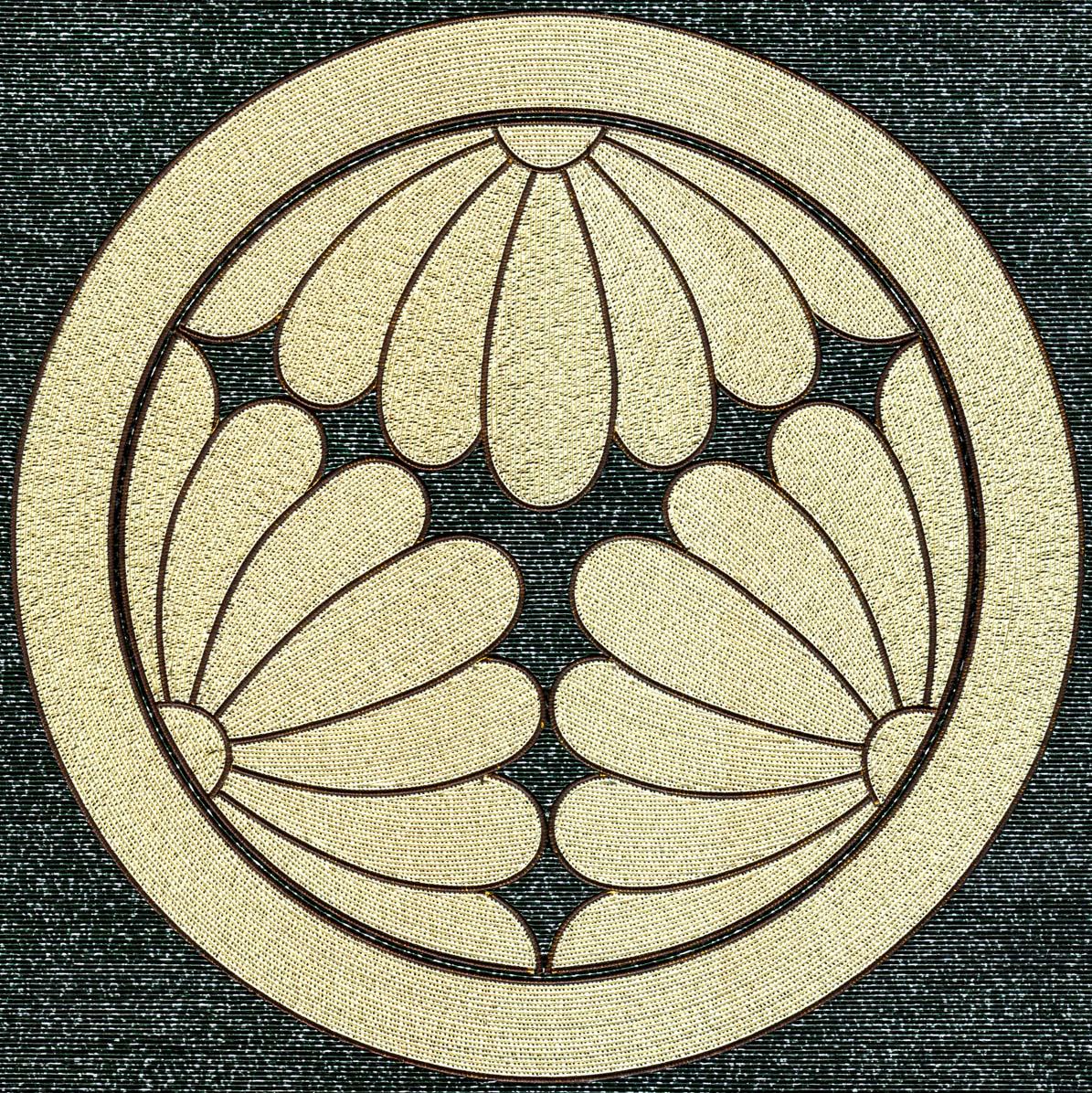 丸に三つ割菊