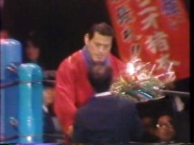 猪木を激励する小野田さん
