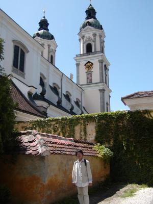 修道院ついた