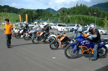 KTM試乗会  1190 RC8R superDUKE 990 690 200 125  990アドベンチャーダカール ネオパーサ清水 ぷらっとパーク