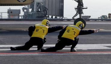 中国海軍トップガンごっこ