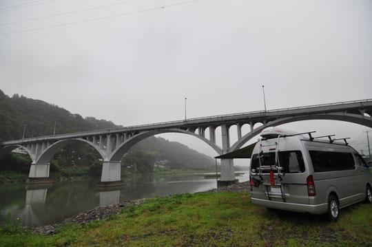 000朝の橋