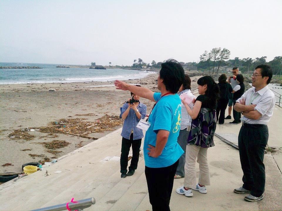 菖蒲田浜海岸を視察する実行委員