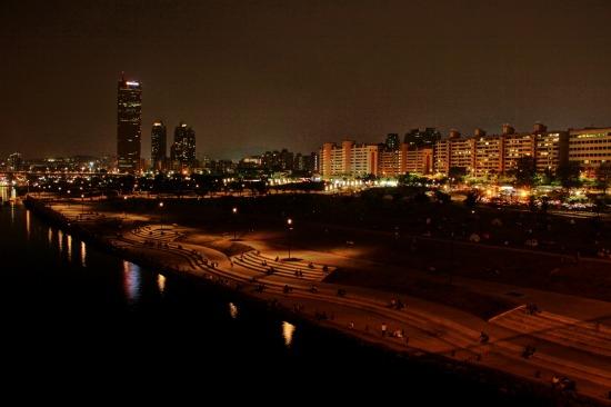 ソウルの川沿い