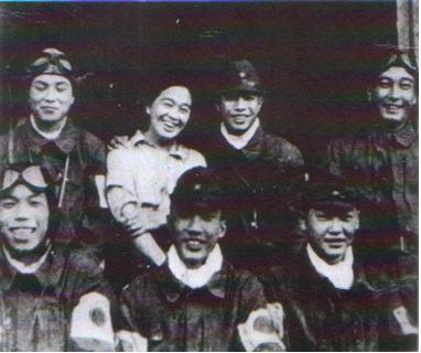 富屋食堂のトメおばさんと6人の隊員