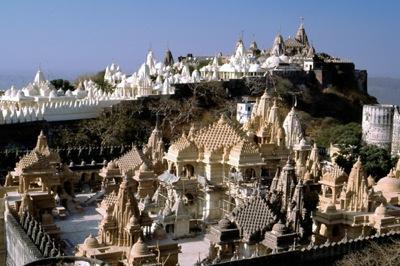 インド・グジャラート州の山岳寺院-1