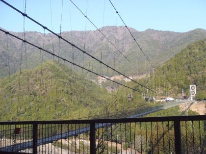 PC230024_convert_20121226105249[1]吊り橋近景