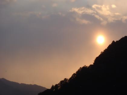 PC240135_convert_20121226160544[1]那智の朝日