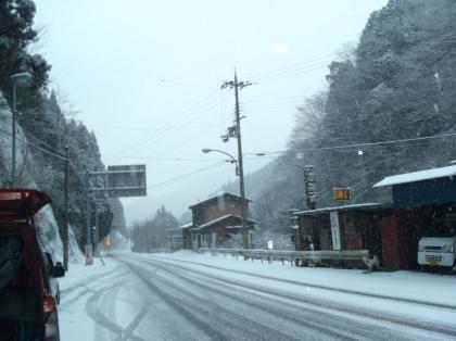 PC240223_convert_20121230014142[1]雪道