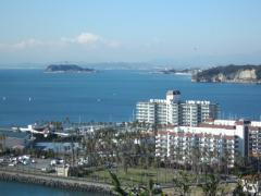 大崎公園から見た富士山と江の島と小坪港