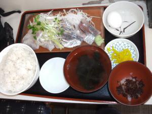 ゆうき食堂の二点盛刺身定食
