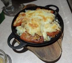 生サーモンとチーズの明太鉄板焼き