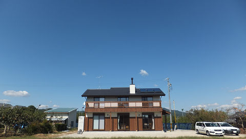 0538猿投山の麓に建つ家