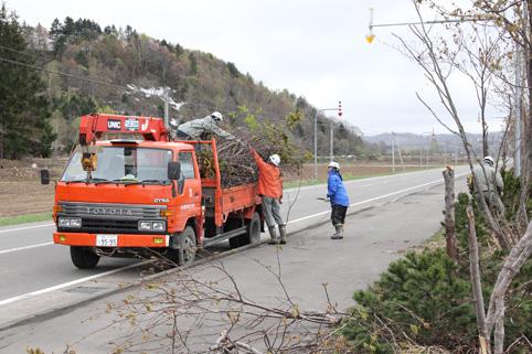 20120512中村建設㈱が地域貢献ボランティア