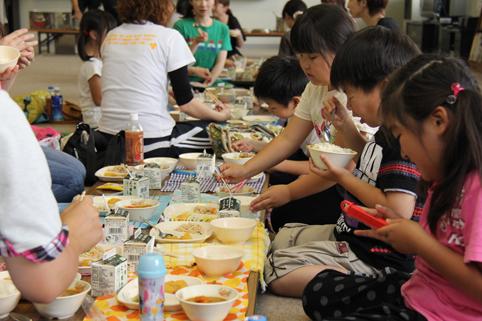20120705沼田小学校でイベント炊飯