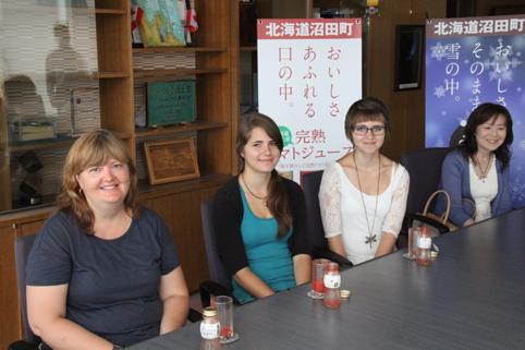 20120806カナダ ポートハーディーからのお客さんを受け入れてます