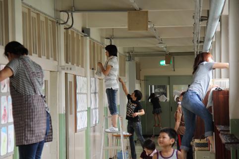 20120819校舎への感謝を込めて「沼田小学校窓ガラス清掃」