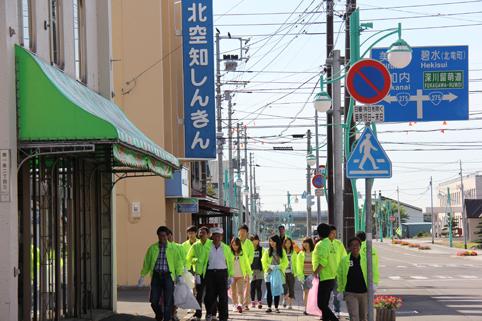 20120908北空知信用金庫の役職員がクリーン運動 (2)