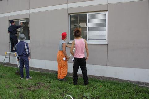 20120927就業支援センター入所の少年が窓清掃ボランティア