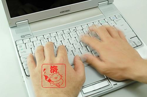 20120822-135344-サラリーマンのお手手にポン!
